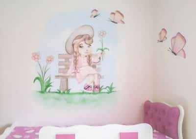 ציורי קיר לחדרי בנות ציור של ילדה על ספסל