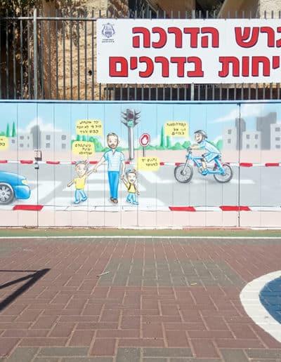 ציור גרפיטי על קיר של בטיחות בדרכים