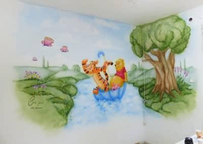 ציור קיר בחדר ילדים של פה הדוב
