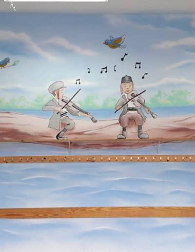 ציור קיר לתלמוד תורה - ציור של ילדים חסידים מנגנים בכינור