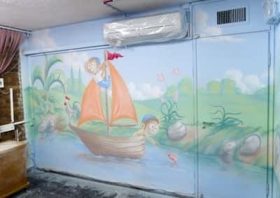 ציור קיר מדהים של ילדים מתוקים מפליגים לאן שהוא
