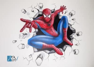 MBart ציורי קיר - ציור של ספיידרמן מנפץ את הקיר