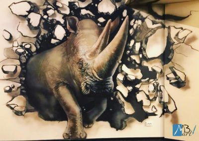 MBart ציורי קיר - ציורי קיר לנוער - ציור של קרנף פורץ לחדר